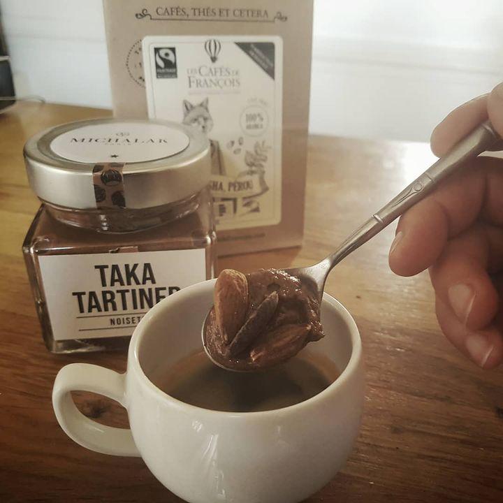 Le kiff combo du moment , #Takatartiner @christophe_michalak + 2amandes grillées + chocolat noir = bonheur. A déguster e...